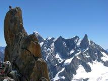 El subir de la gente de Monte Bianco de las montañas de las montañas Foto de archivo