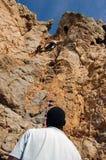 El subir de montaña en Guia Imagen de archivo libre de regalías