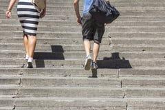 El subir en las escaleras concretas Fotos de archivo libres de regalías