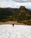 El subir en una montaña Imágenes de archivo libres de regalías
