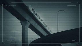 El subterráneo del CCTV pasa sobre tráfico de la carretera metrajes