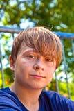 El sudar feliz joven del muchacho Imagenes de archivo