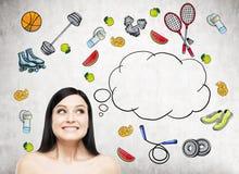 El sueño de la señora hermosa es pensamiento en su opción de la actividad del deporte Los iconos coloridos del deporte se dibujan Fotos de archivo libres de regalías