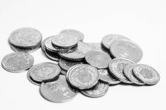El suizo múltiple acuña el dinero del CHF del franco aislado en blanco imagen de archivo
