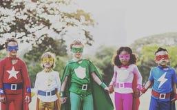 El super héroe embroma concepto de la diversión de las aspiraciones al aire libre fotos de archivo