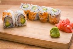 El sushi California rueda el aperitivo con el aguacate del arroz Imágenes de archivo libres de regalías