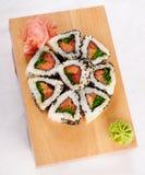El sushi rueda con el atún y la cebolla verde Imágenes de archivo libres de regalías