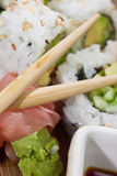 El sushi y adorna encima de cierre Fotos de archivo libres de regalías