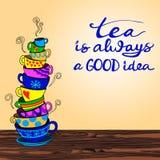 El té del ` es siempre buenas letras del ` de la idea con la pila dibujada mano del garabato del VECTOR de tazas Imágenes de archivo libres de regalías
