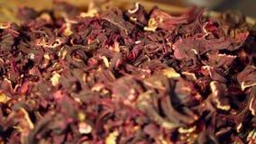 El té del hibisco es una infusión de hierbas almacen de video