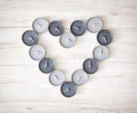 El té se enciende en la forma del corazón, el día de tarjeta del día de San Valentín Fotos de archivo