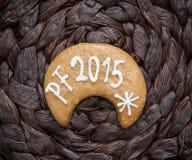 El título PF 2015 escrito en la galleta del pan de jengibre Fotografía de archivo