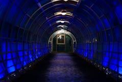 El túnel está iluminado con la luz azul Imágenes de archivo libres de regalías