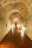 El túnel y la estatua antiguos Buda en tempe en el condado Chiang M fotografía de archivo