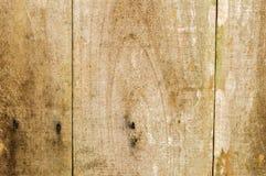 El tablón de madera viejo apenado sube al fondo Fotos de archivo