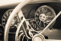 El tablero de instrumentos de un coche de lujo personal Ford Thunderbird Imagen de archivo libre de regalías