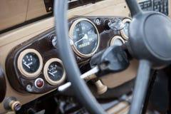 El tablero de instrumentos de un coche soviético del vintage fotografía de archivo libre de regalías