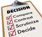 El tablero de la lista de control de la decisión compara contraste elige opciones libre illustration