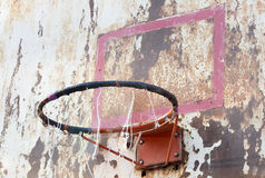 El tablero del hierro del baloncesto es sucio Fotos de archivo libres de regalías