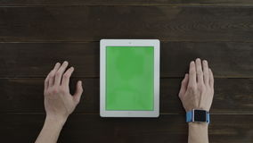 El Tablet PC con greenscreen almacen de video