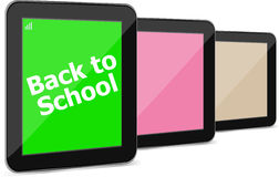 El Tablet PC fijó con el dack a la palabra de la escuela en ella, aislado en blanco Fotografía de archivo