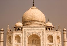 El Taj Mahal, una tumba hermosa hecha por el emperador Shahjahan para Begum Mumtaz fotos de archivo