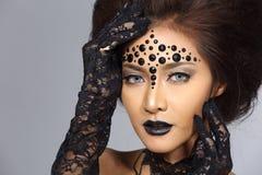 El talento creativo de lujo estilo compone y de pelo en hermoso asiático imagen de archivo libre de regalías