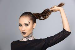 El talento creativo de lujo estilo compone y de pelo en hermoso asiático foto de archivo