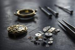 El taller del relojero, reparación del reloj Fotos de archivo libres de regalías