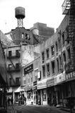 El tanque de agua en Chinatown en ciudad de NY en los E.E.U.U. foto de archivo