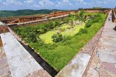 El tanque de agua en el fuerte de Jaigarh Imagen de archivo