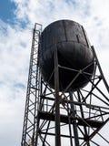 El tanque de agua grande viejo foto de archivo libre de regalías