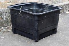 El tanque de agua polivinílico usado Imagenes de archivo