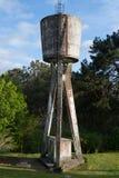 El tanque de agua viejo Imagenes de archivo