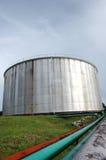 El tanque de almacenaje de petróleo crudo Foto de archivo libre de regalías
