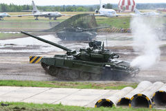 El tanque de batalla T-90 en las demostraciones de la técnica Fotografía de archivo