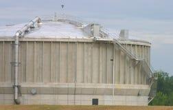 El tanque de proceso de las aguas residuales Imágenes de archivo libres de regalías