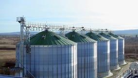 El tanque del grano de Silo Imagen móvil de la opinión de ángulo superior almacen de metraje de vídeo