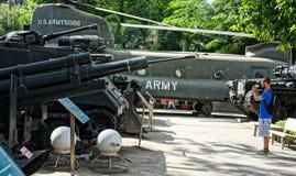 El tanque del helicóptero en el museo los remanente de la guerra Imagenes de archivo