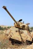 El tanque destruido viejo en Israel Foto de archivo