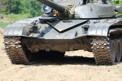 El tanque en el campo de batalla Fotos de archivo
