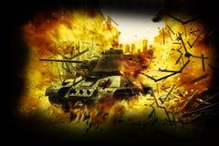 El tanque en la ciudad ardiente Foto de archivo