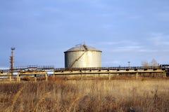 El tanque en la zona industrial Imagen de archivo libre de regalías
