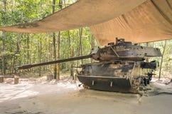 El tanque en los túneles de la ji del Cu - Saigon, Vietnam del vintage Fotos de archivo libres de regalías