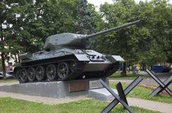 El tanque en un pedestal en Moscú Rusia fotos de archivo