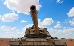 El tanque israelí viejo de Magach cerca de la base militar adentro Imagenes de archivo