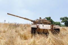 El tanque israel? destruido es despu?s del d?a del juicio final Yom Kippur War en Golan Heights en Israel, cerca de la frontera c imagen de archivo