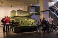 El tanque medio soviético T-34 en el museo imperial de la guerra Fotografía de archivo