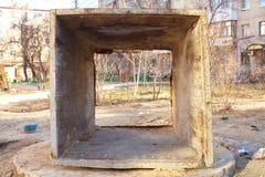 El tanque oxidado viejo de la basura sin una parte inferior Imagen de archivo libre de regalías