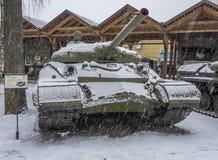 El tanque pesado soviético T-10 con el ATGM Fotos de archivo